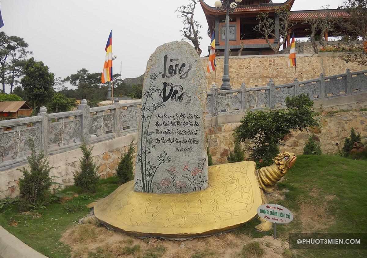 tham quan chùa ba vàng