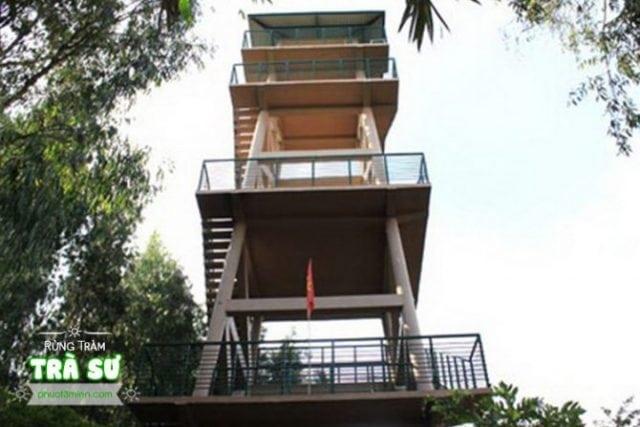 Tháp canh bên trong rừng tràm