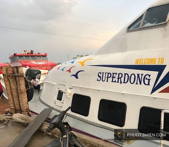 tàu super dong đi côn đảo