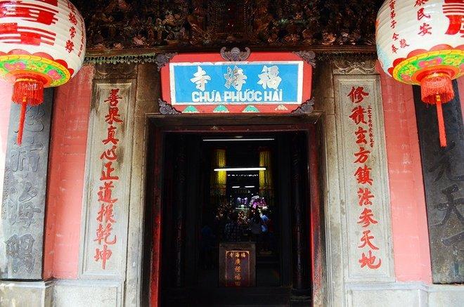 Ba-ngôi-chùa-nổi-tiếng-ở-Sài-Gòn-3