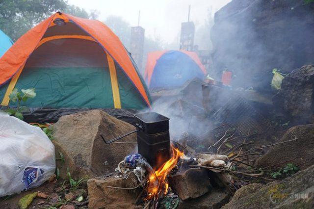 Cắm trại trên núi bà đen