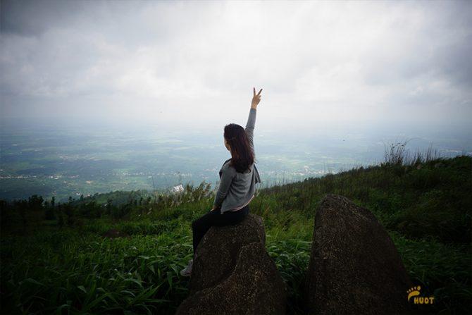 đứng trên núi ngắm toàn cảnh