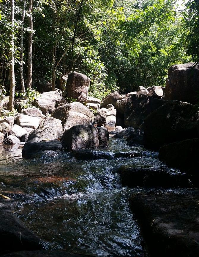 Suối tiên ở Núi Dinh