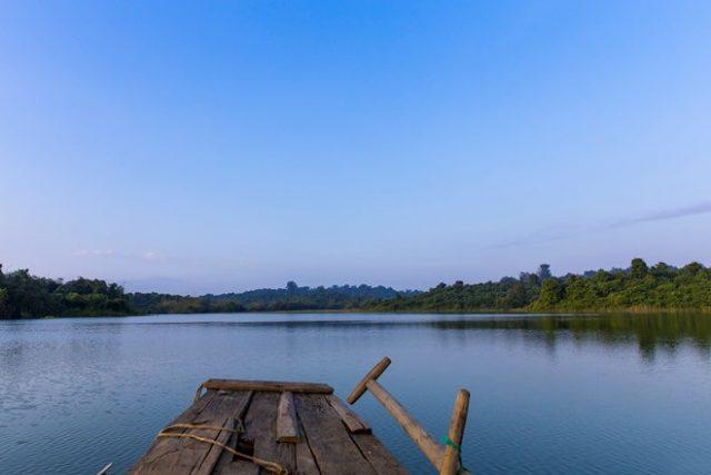 Đi thuyền trên hồ