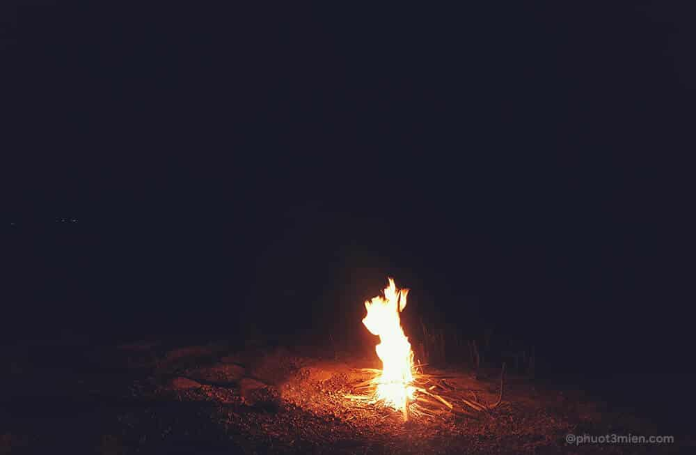 đốt lửa cắm trại