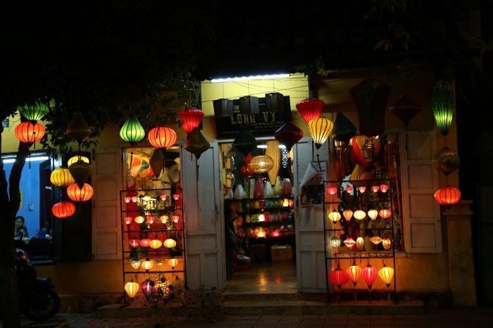 Ao dai Vietnam with Lantern