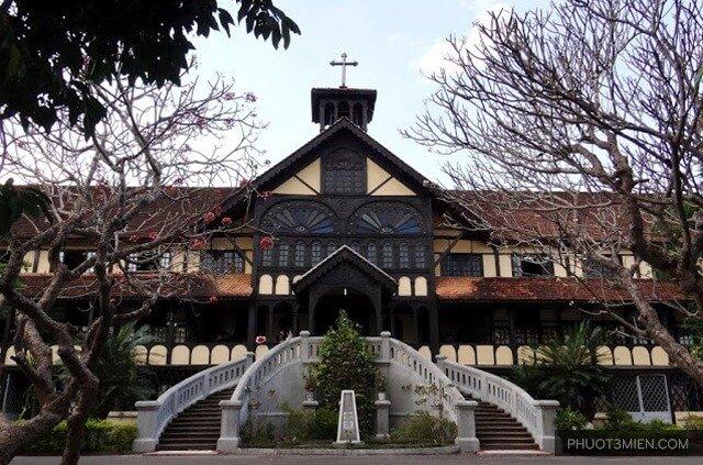 Tòa tổng giám mục