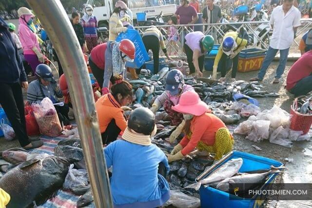 chợ hải sản đảo phú quý
