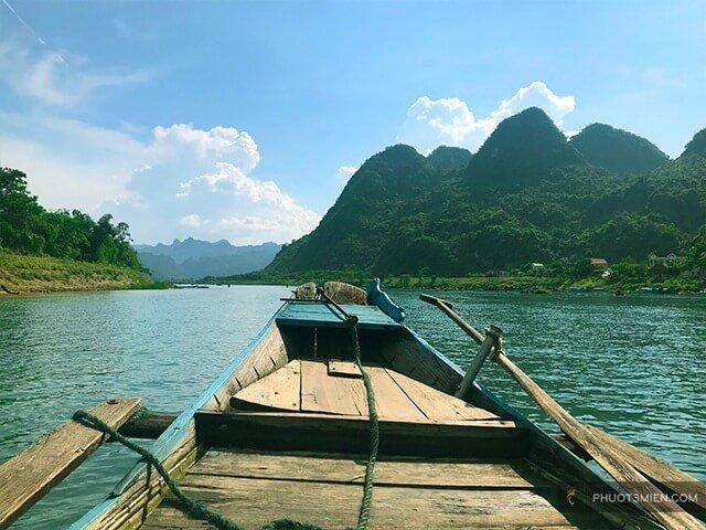 đi thuyền trên sông ròn