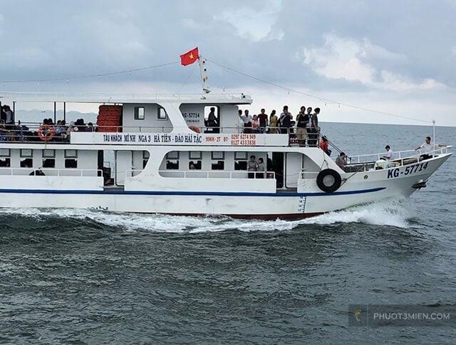 Tàu đi đảo hải tặc