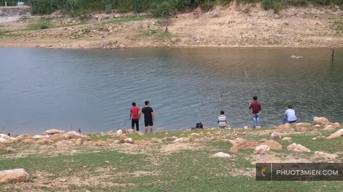 câu cá ở Hồ Định Bình