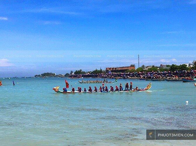 Đua thuyền ở Lý Sơn