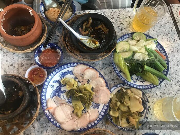ăn trưa ở Vũng Tàu