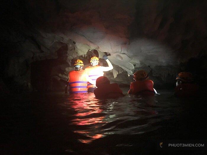 khám phá hang giếng voọc