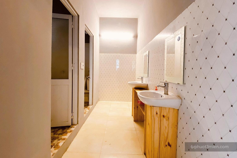 toilet tại homestay