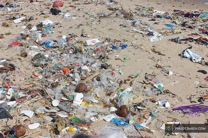rác tại bãi thiên tuế hòn sơn