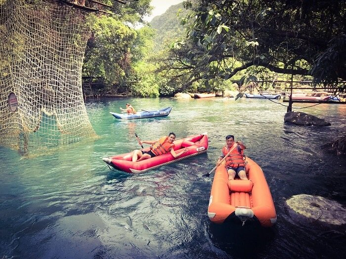 trèo kayak ở sông chày