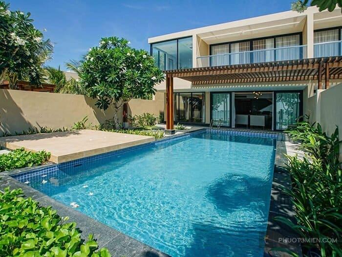 Hồ bới trước căn villa MARINA BAY Resort