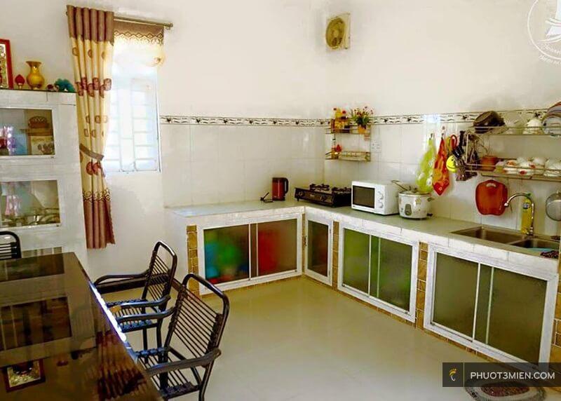 Phòng bếp tại honeymoon homestay