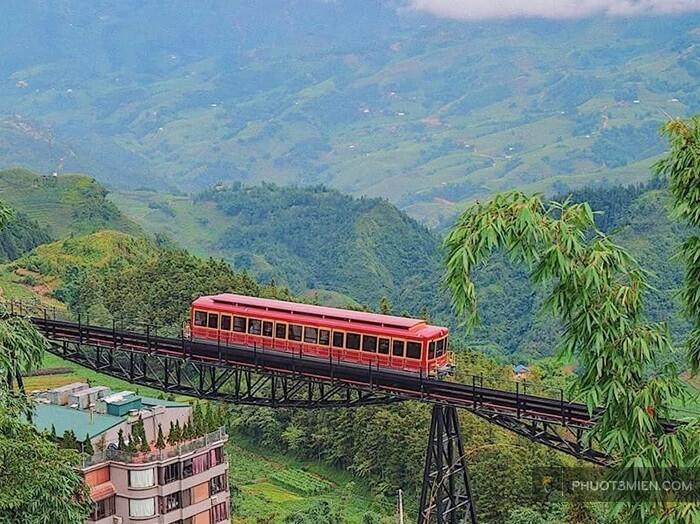Chiếc xe lửa trước homestay viettrekking