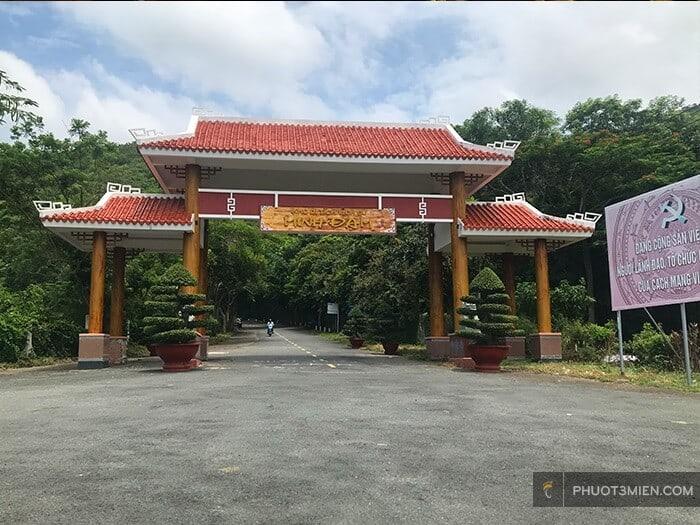 Cổng Chào Chiến Khu Núi Minh Đạm