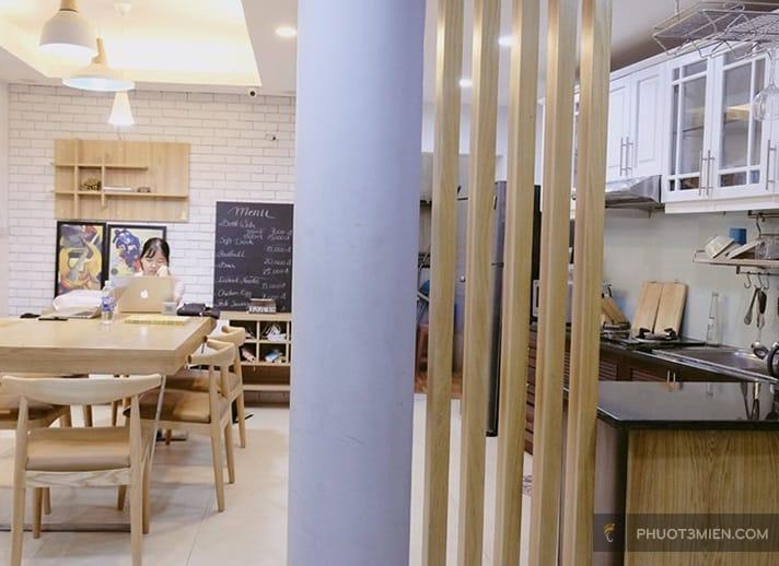 phòng bếp tại Wanderlust Homestay