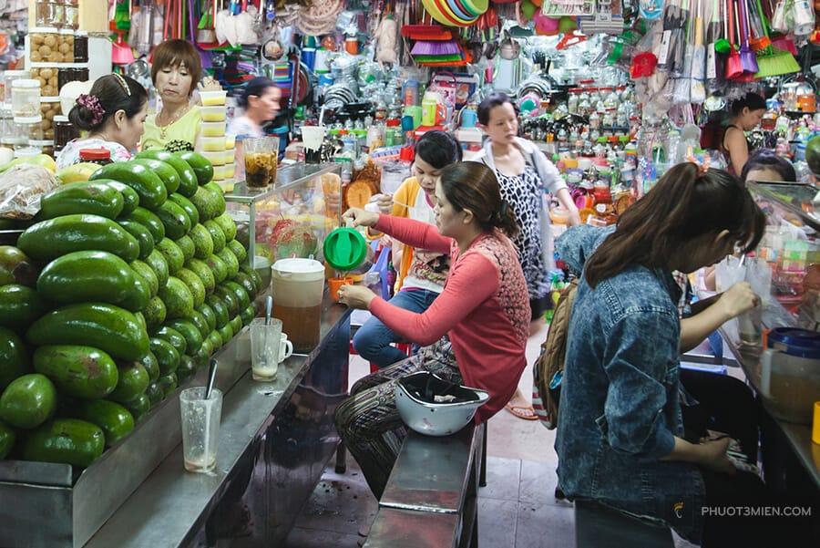 ăn vặt trong chợ cồn