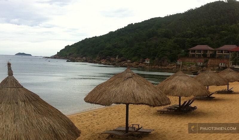 bai biển riêng tai Royal Hotel & Healthcare Resort Quy Nhon 4 sao