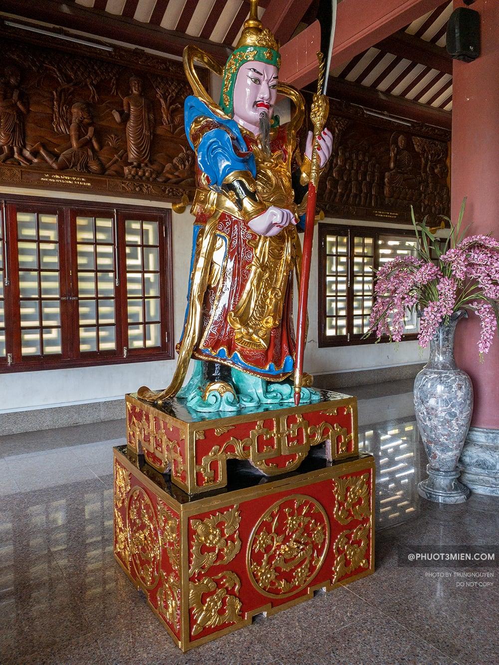 tượng trong chùa