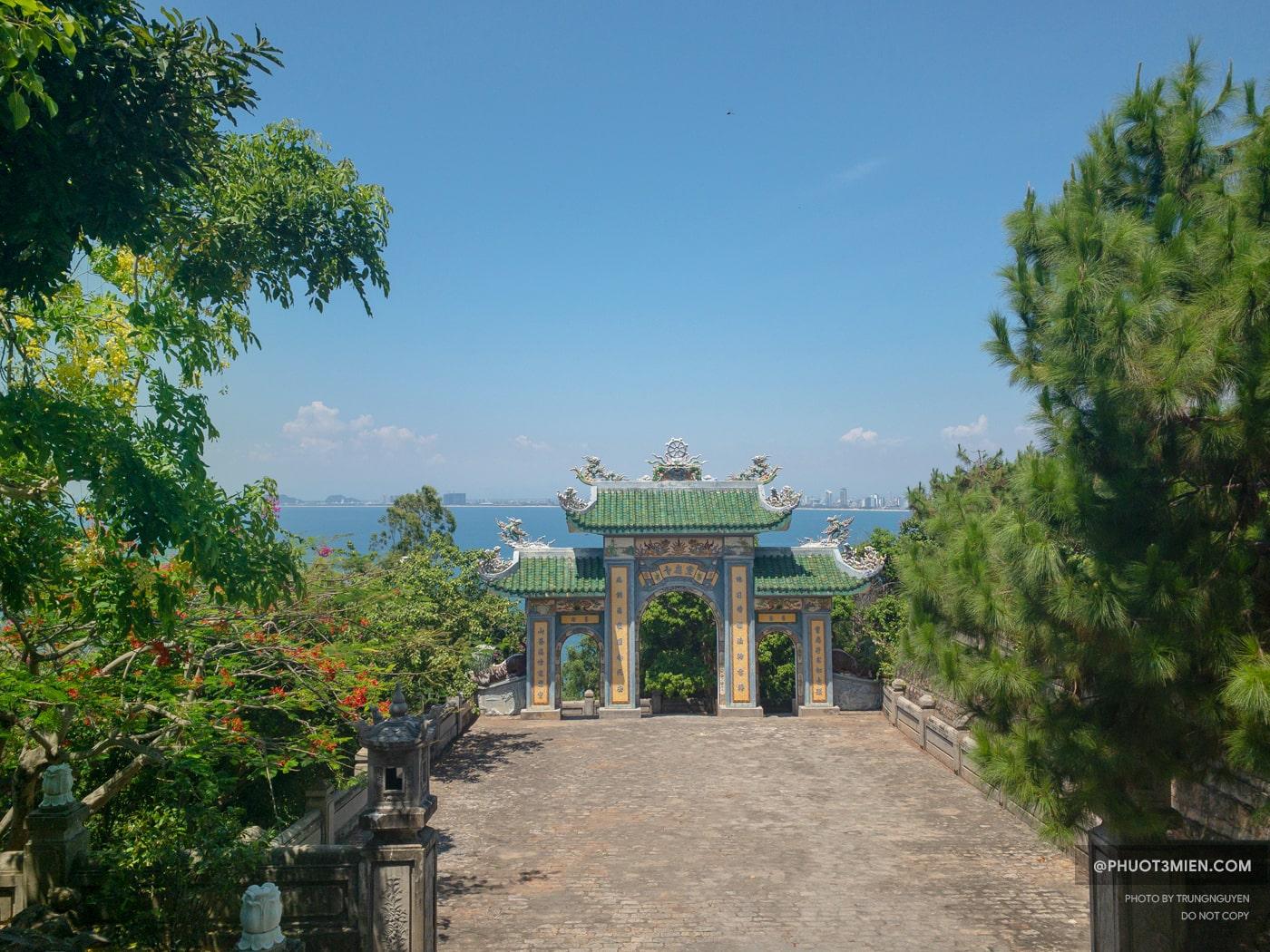 view toàn cảnh tp đà nẵng nhìn từ chùa linh ứng