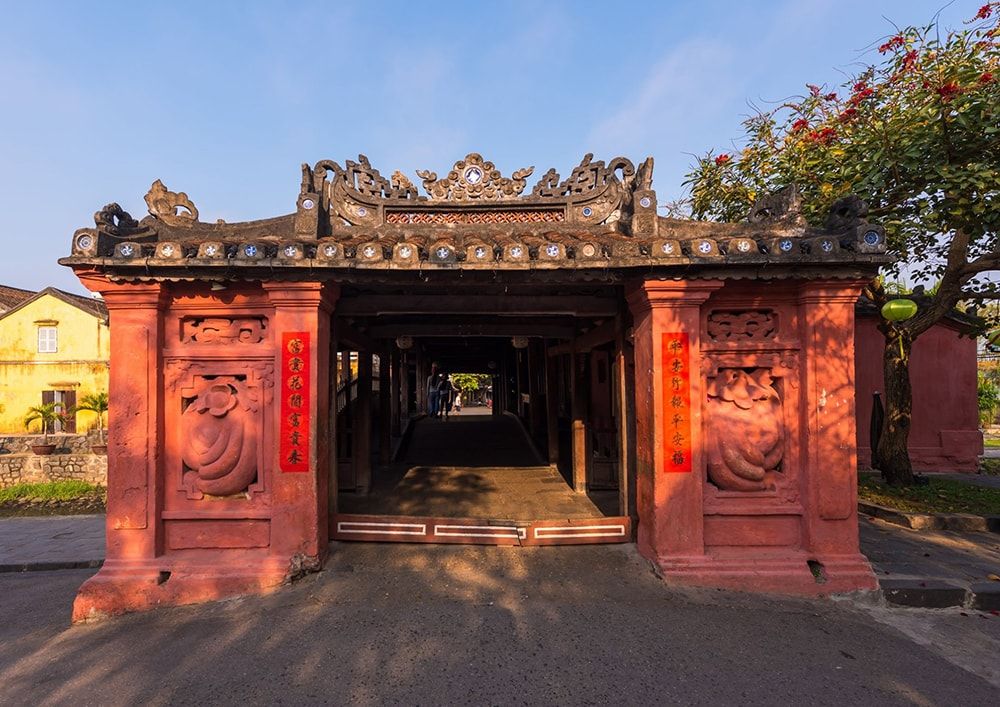 cổng chùa cầu
