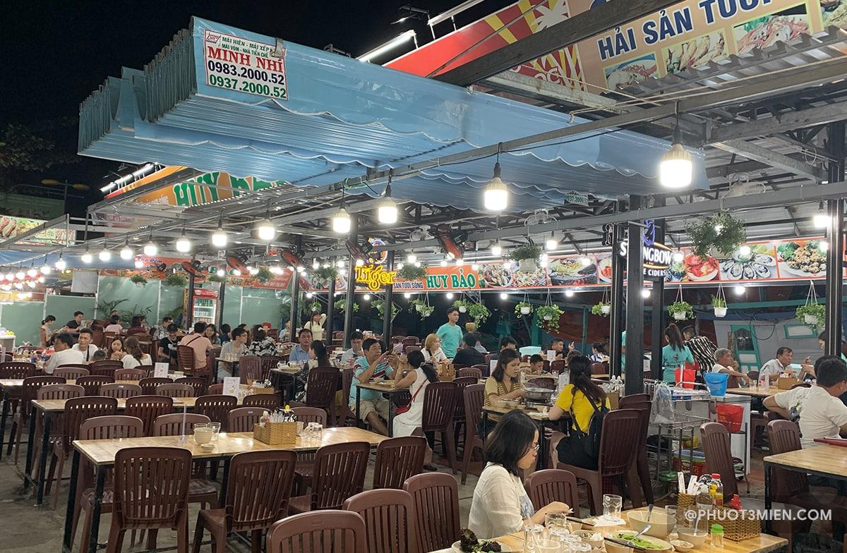 quán ăn dành cho khách du lịch
