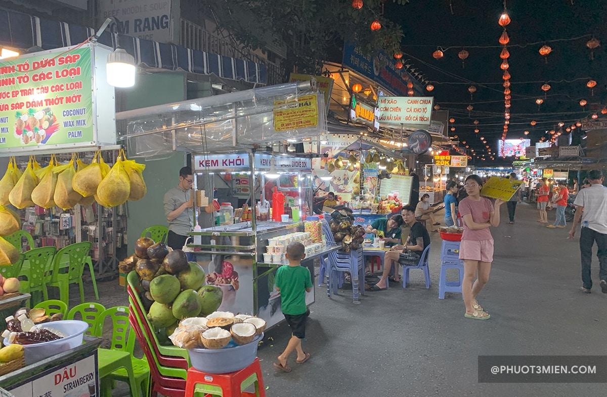 các gian hàng tại chợ đêm