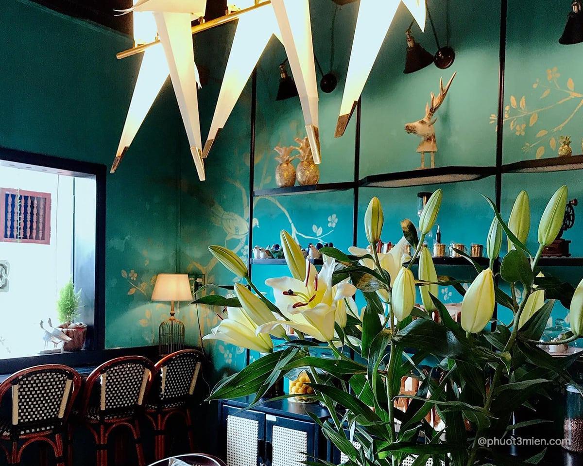 The Bird House Café