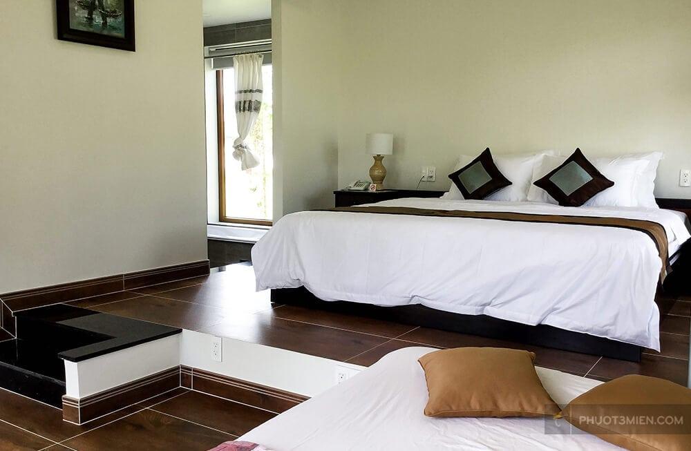 phòng ngủ tại aurora lagi resort