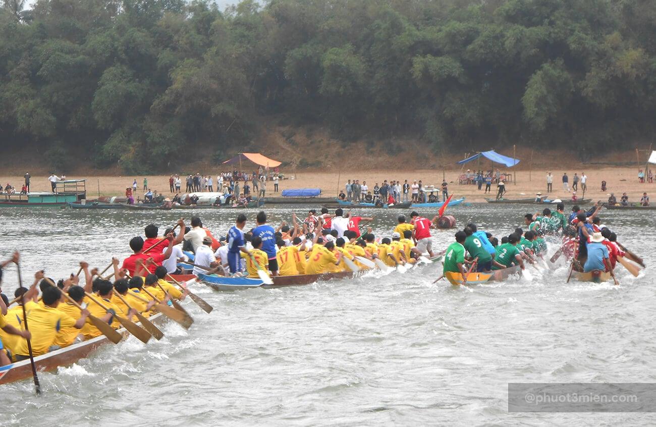 đua thuyền trên sông thu bồn