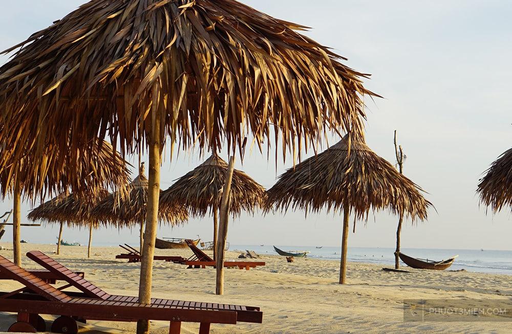 bãi biển trước homestay blue ocean tam thanh