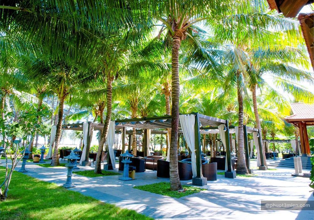 khuôn viên của hồ cốc beach resort