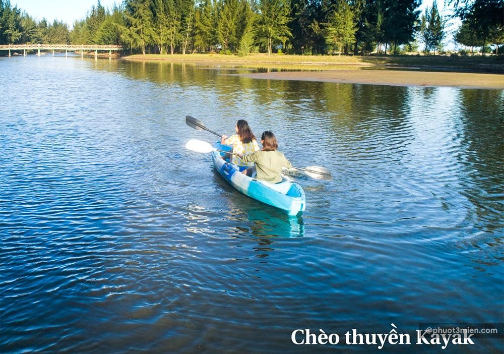 chèo kayak tại resort