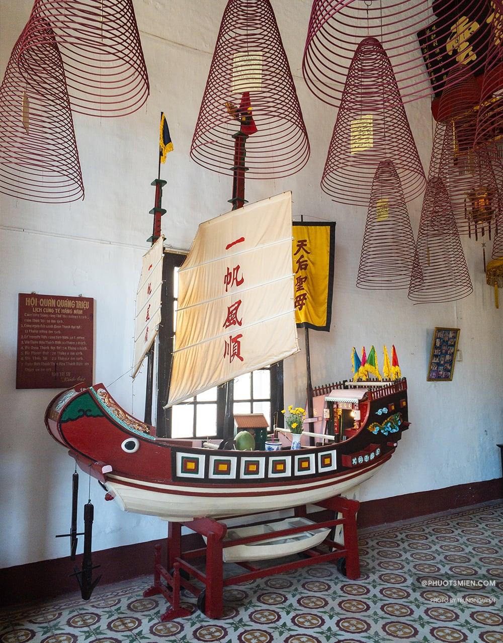 mô hình thuyền buôn thời xưa