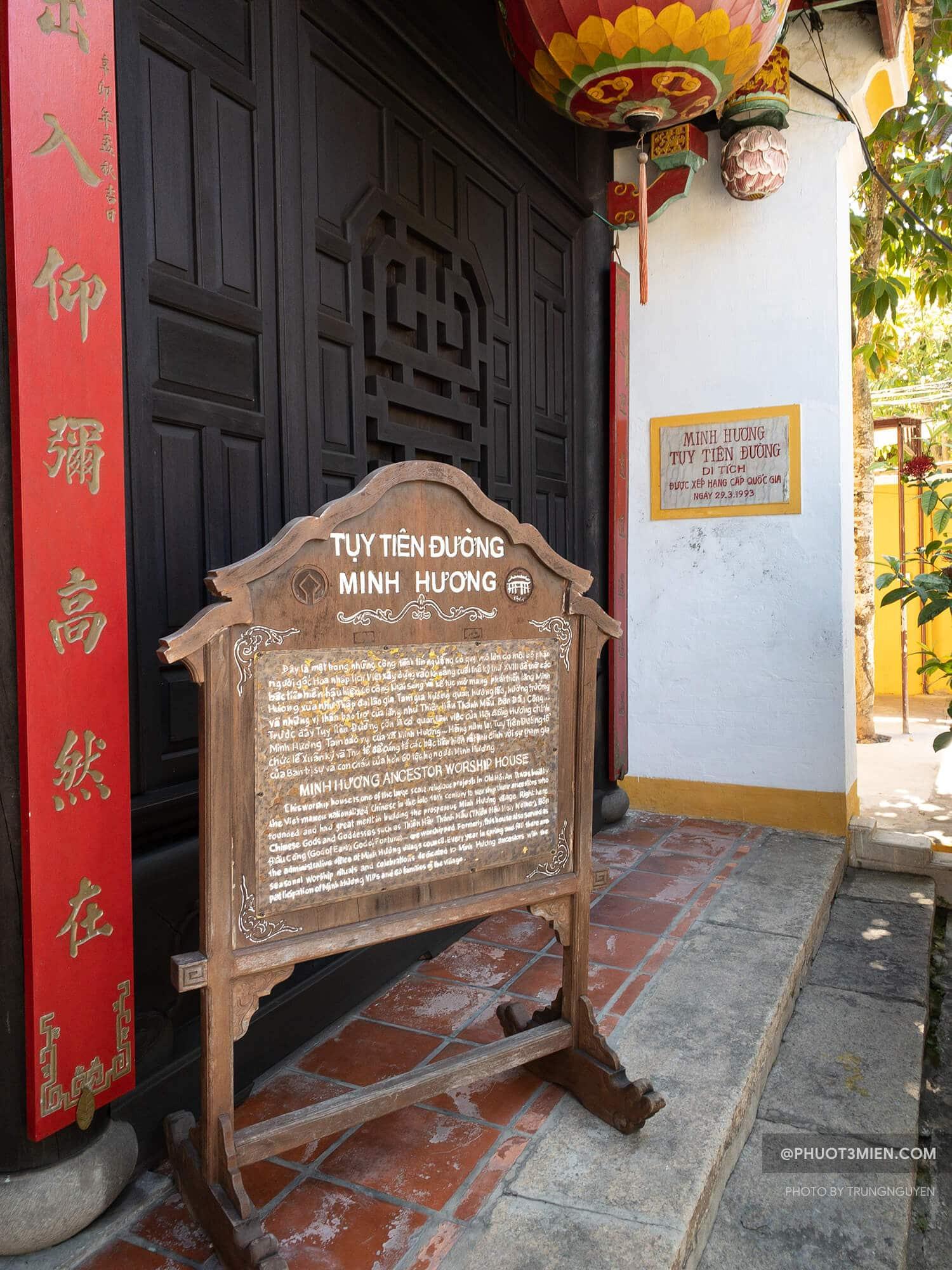 cổng vào Minh Hương đường