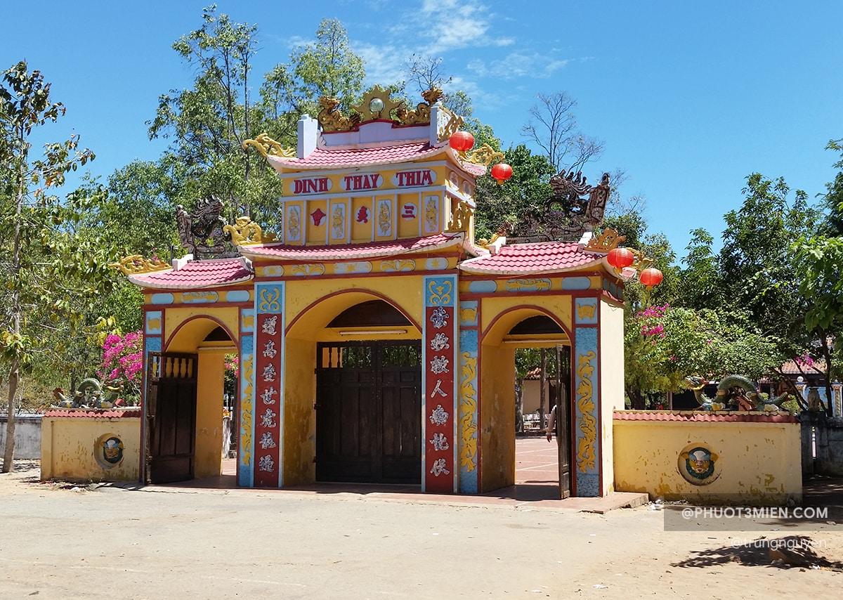 Cổng Tam quan Đình
