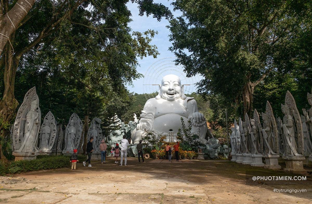 tượng phật di lặc tại chùa