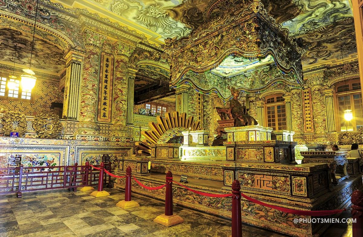 Điện Khải Thành - Lăng Minh Mạng