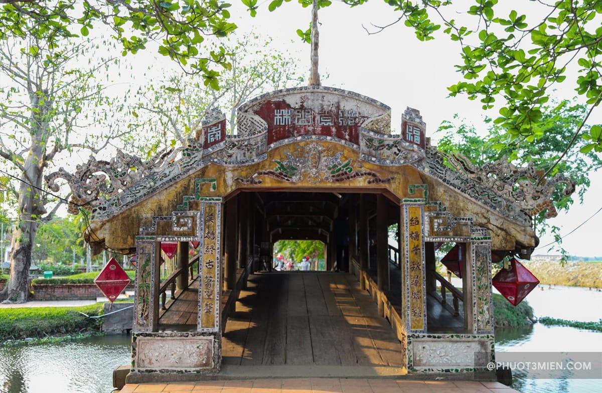 cổng vào cầu ngói thanh toàn
