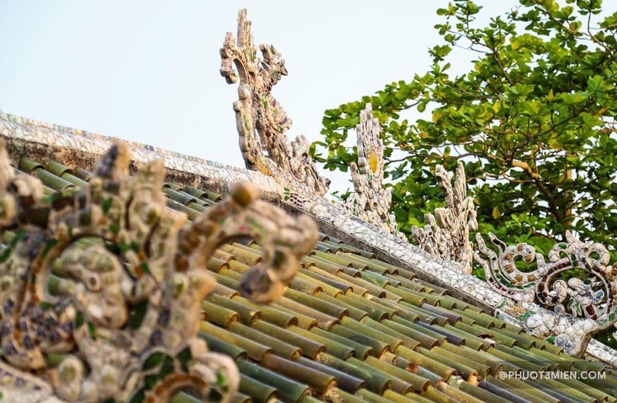 mái ngói trên cầu