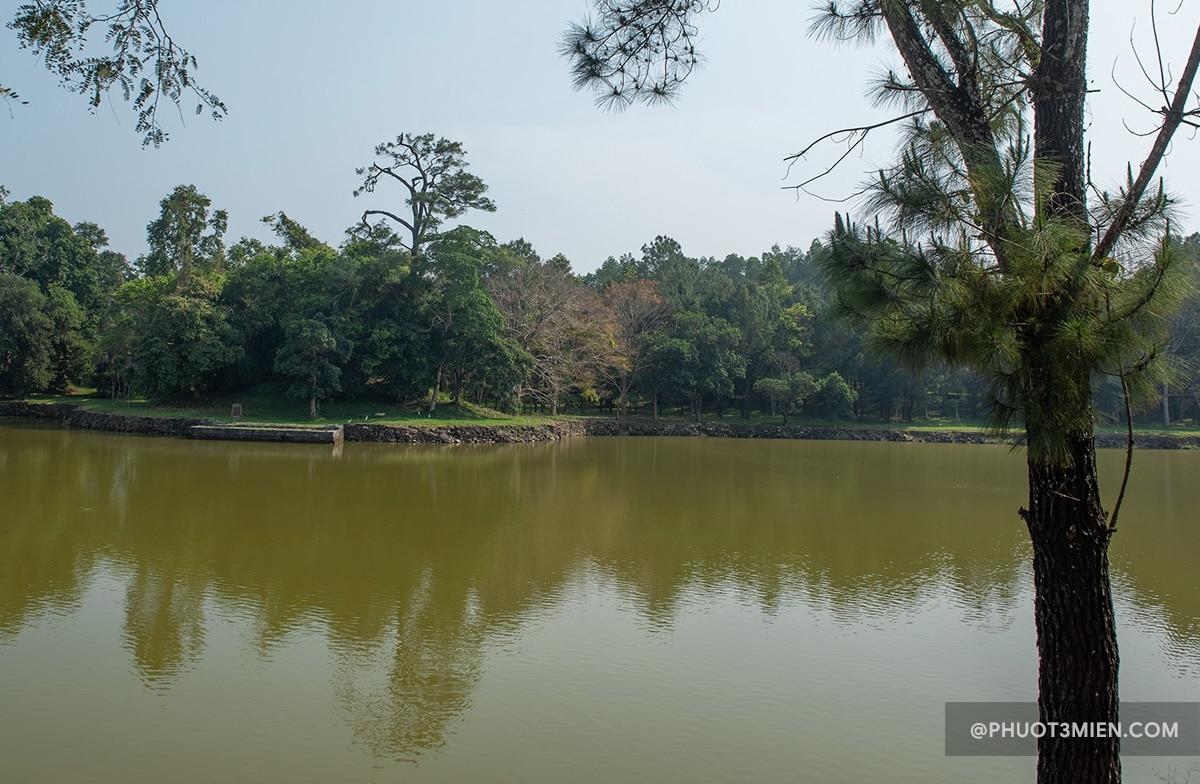 hồ tân nguyệt