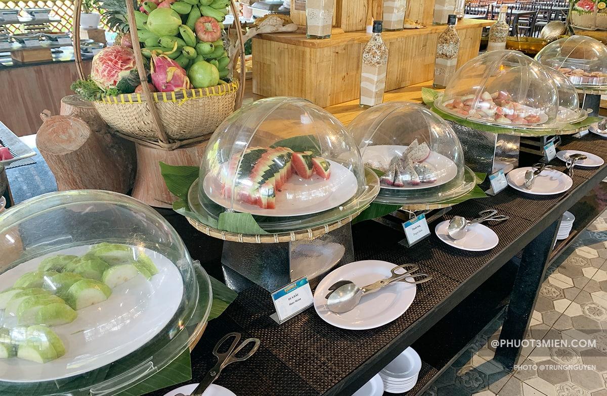buffet trưa tại bãi trào