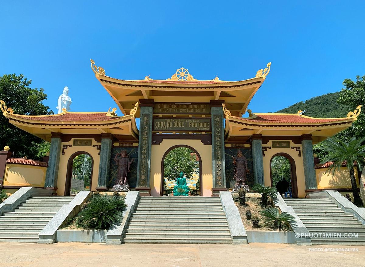 cổng chùa hộ quốc