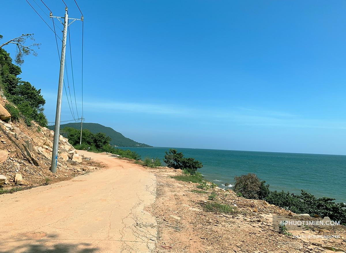 đường vào chùa hộ quốc